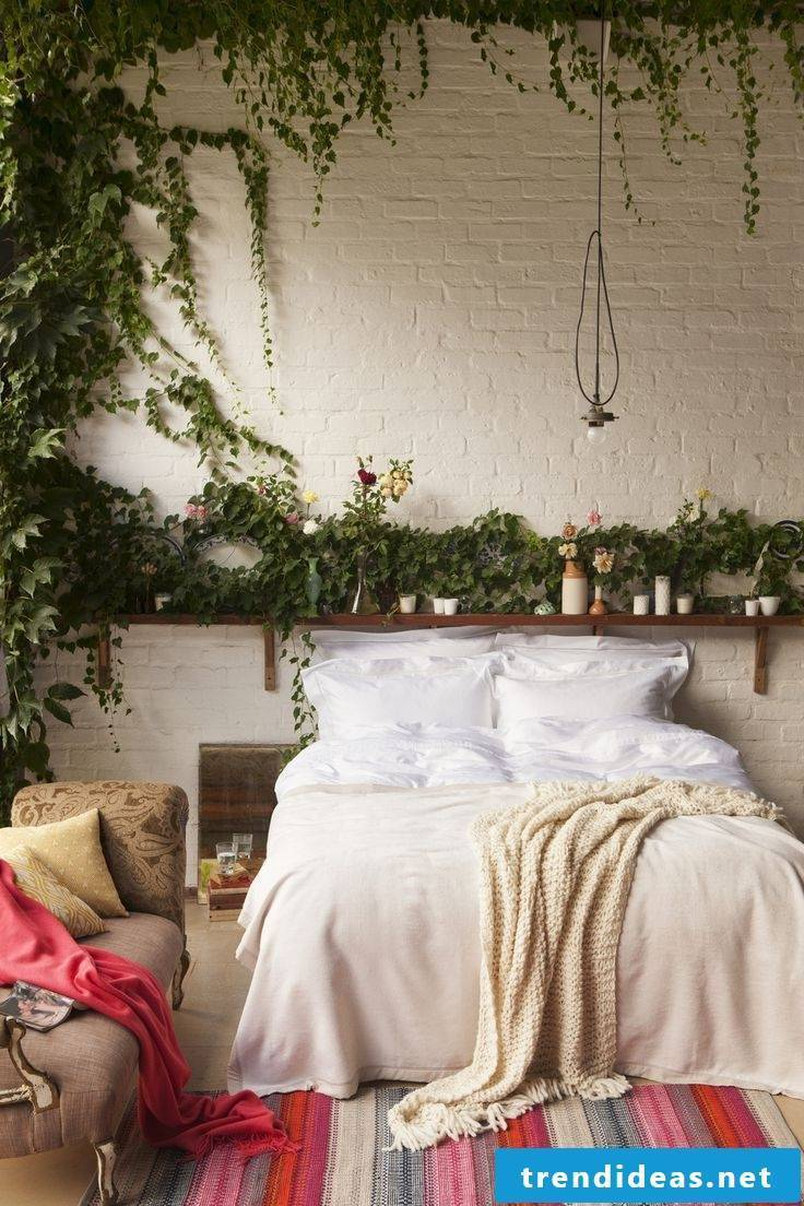 Green in the bedroom - that adds the whole atmosphere