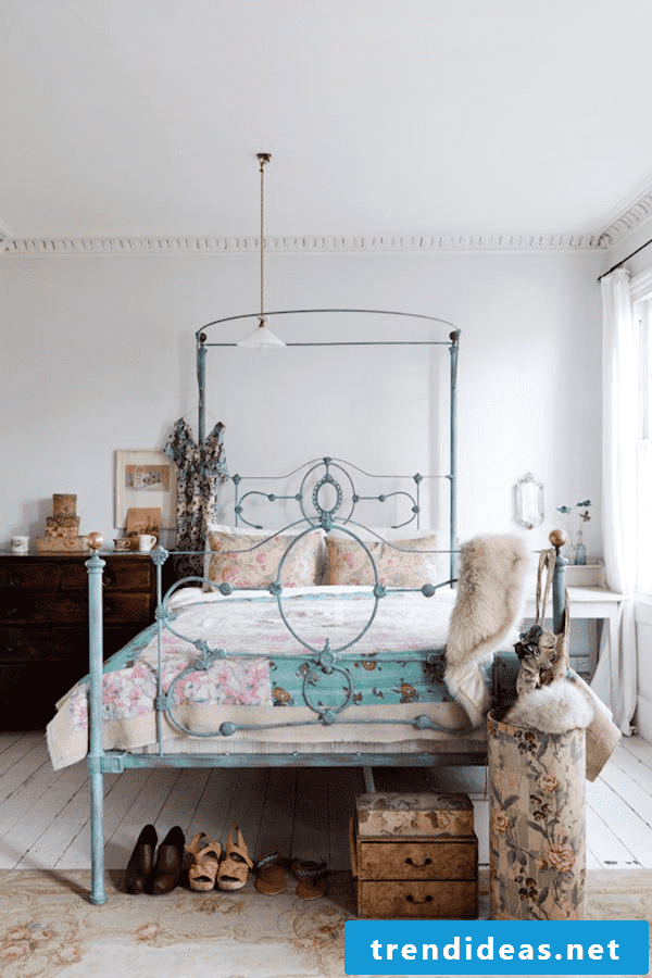 Decorate bedroom with fur for the winter days