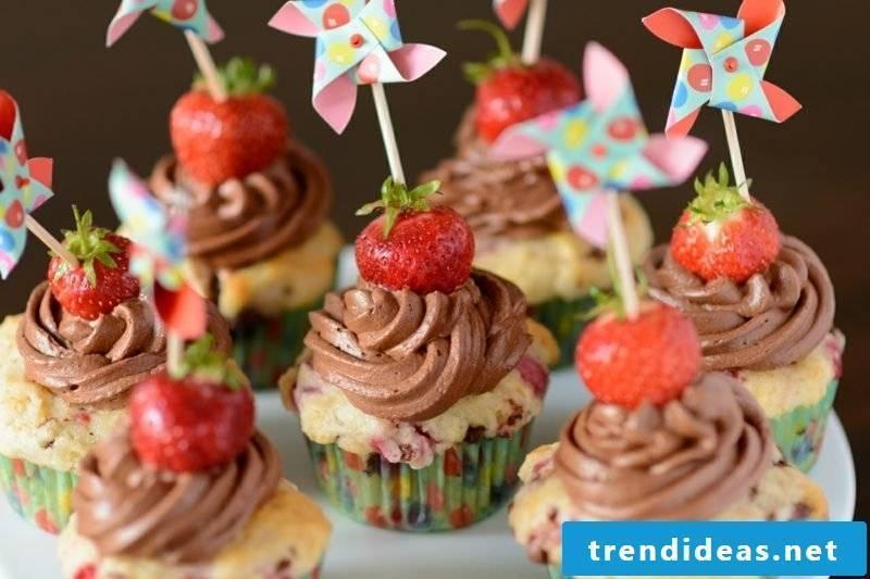 Muffins for kids birthday strawberries chocolate cream