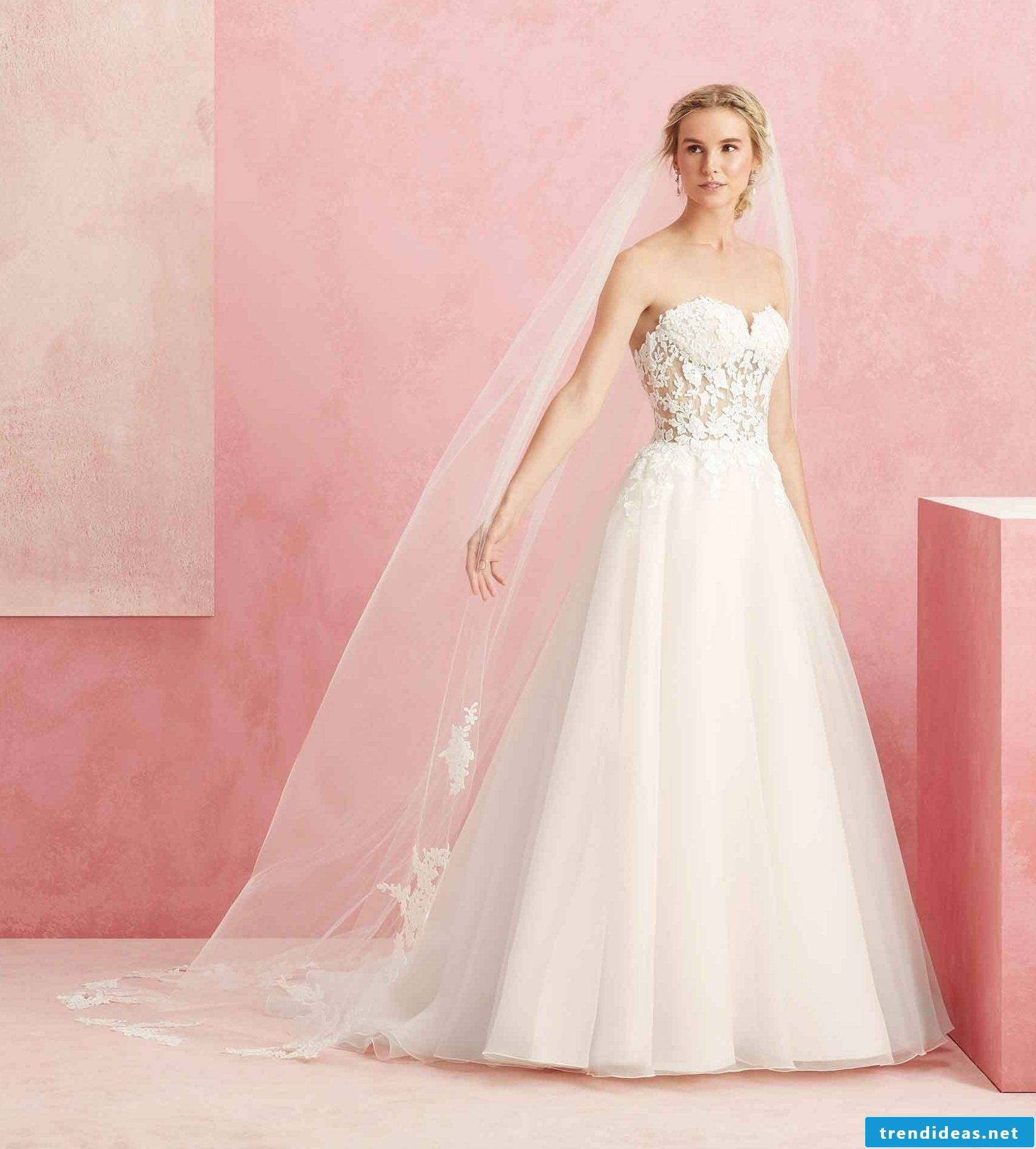 Look stunning on your wedding day with a dress in pastel colors