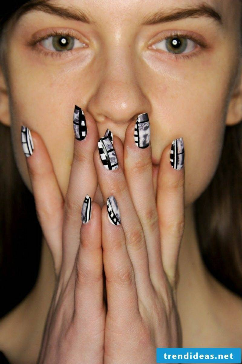 Fingernails black and white
