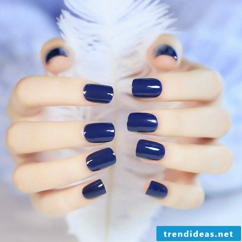 Fingernails in deep blue ideas and inspirations