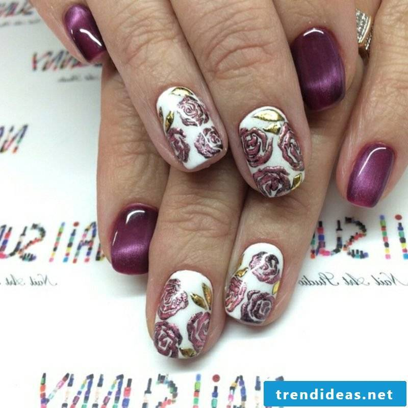 Nail art accents in violet