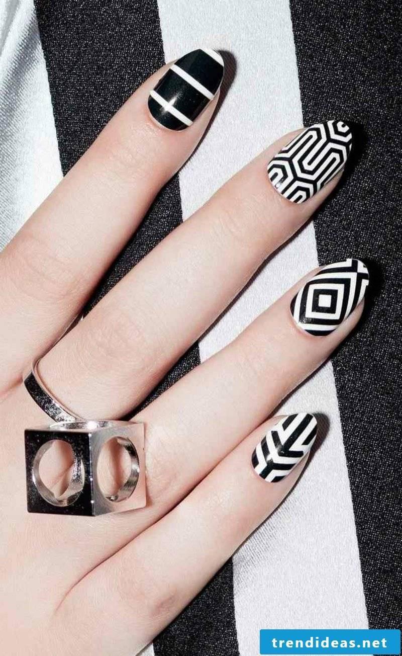 Fingernails geometric motifs black and white