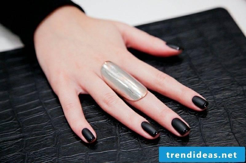 Fingernails in black