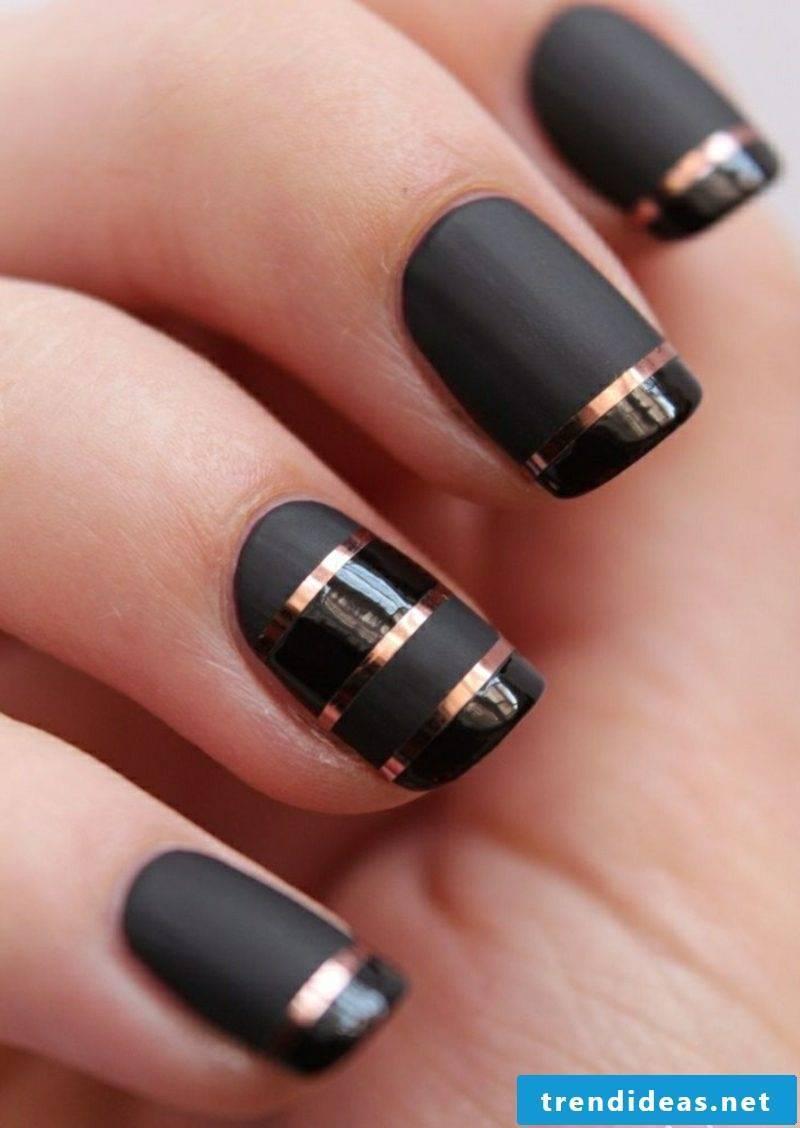 black fingernails with gold trim