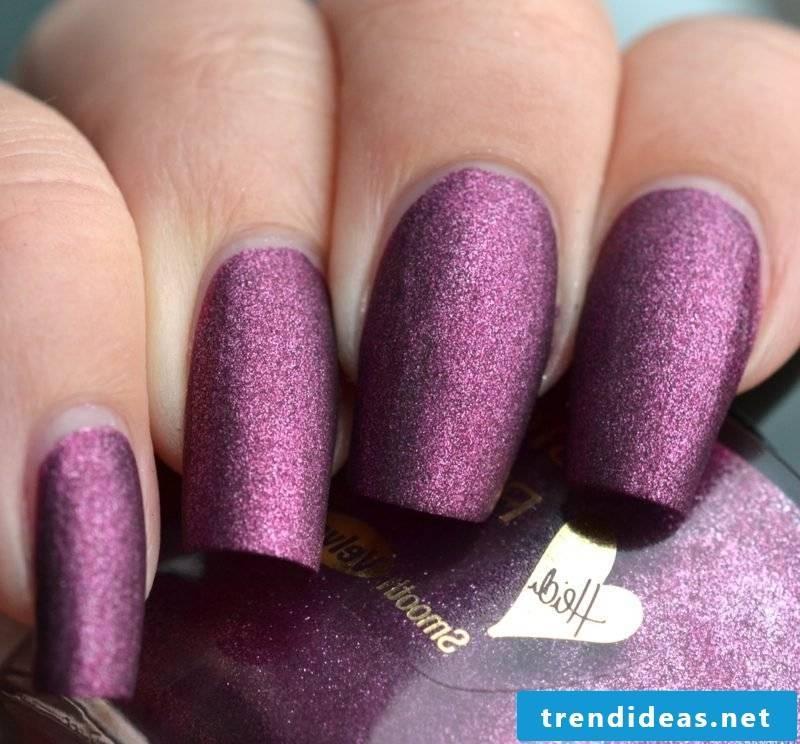 Fingernails in purple