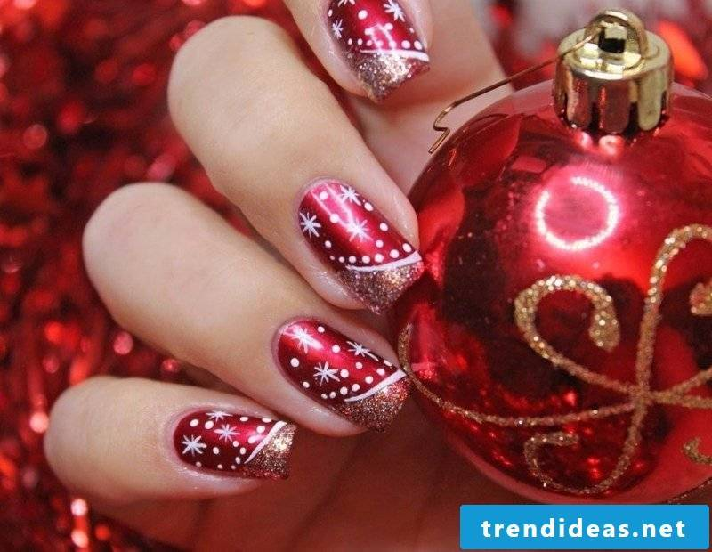 Nailart Galerie festive nail art design in red and white winter