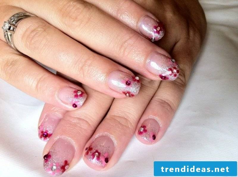 Nail art design glitter and flowers