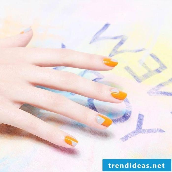 Yellow fingernails for the summer