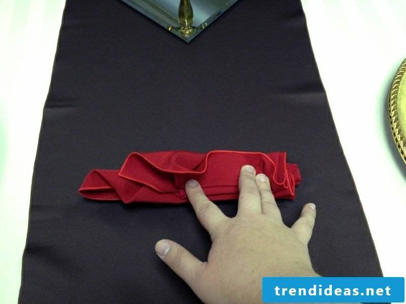 Fold napkins for Christmas with your fingers