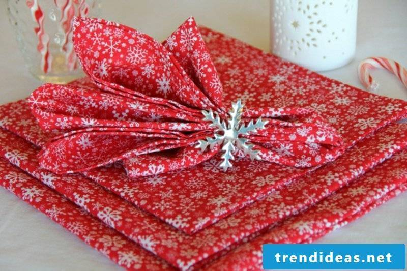 Napkins fold artfully ideas and inspirations at Christmas