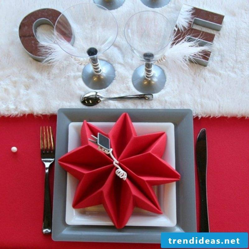 Napkins are folding for Christmas red star