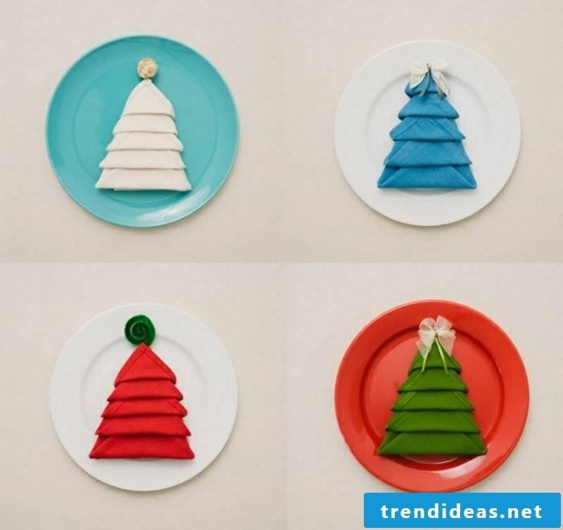 Christmas napkins are folding Christmas decorations
