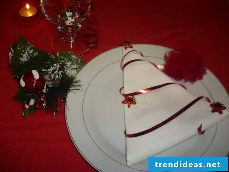 Napkins fold for Christmas Tannenbaum white cloth napkin