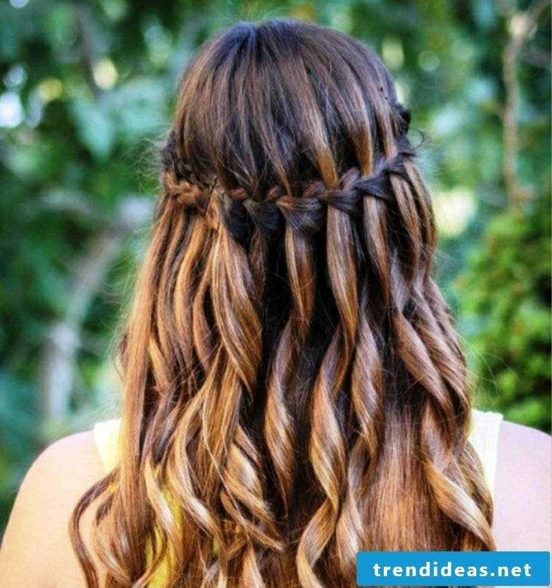 Wickerwork semi-open waterfall braid