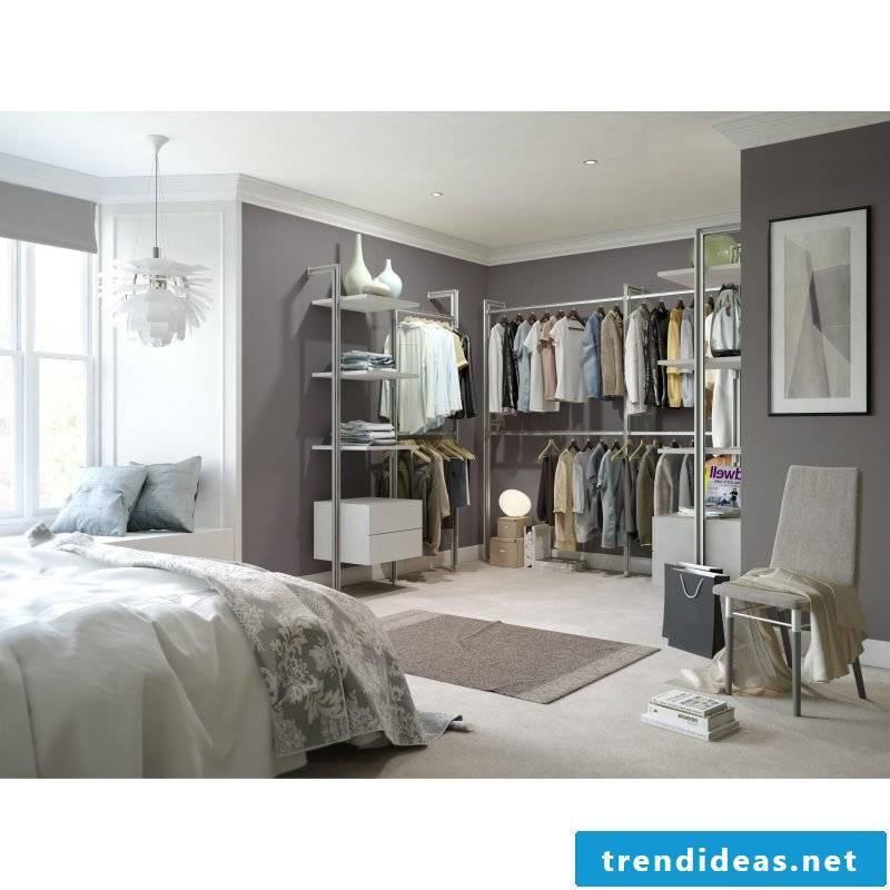 Set up the dressing room: walk-in closet for maximum comfort