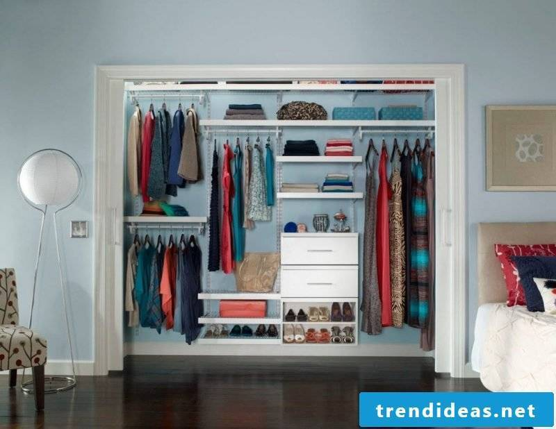 Walk-in wardrobe itself build suitable pieces of furniture in the dressing room