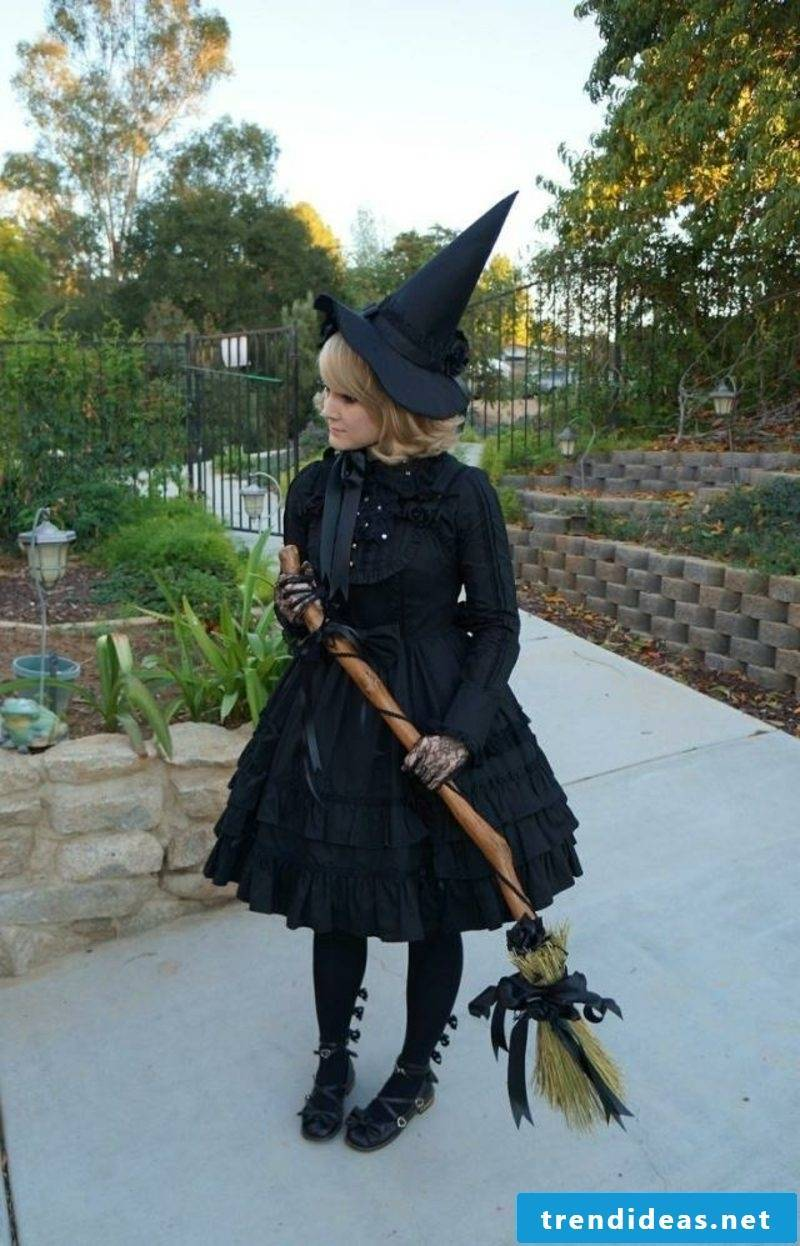 classic Halloween costumes witch
