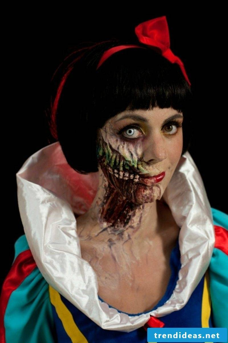 Costumes for Halloween Women Snow White creepy version