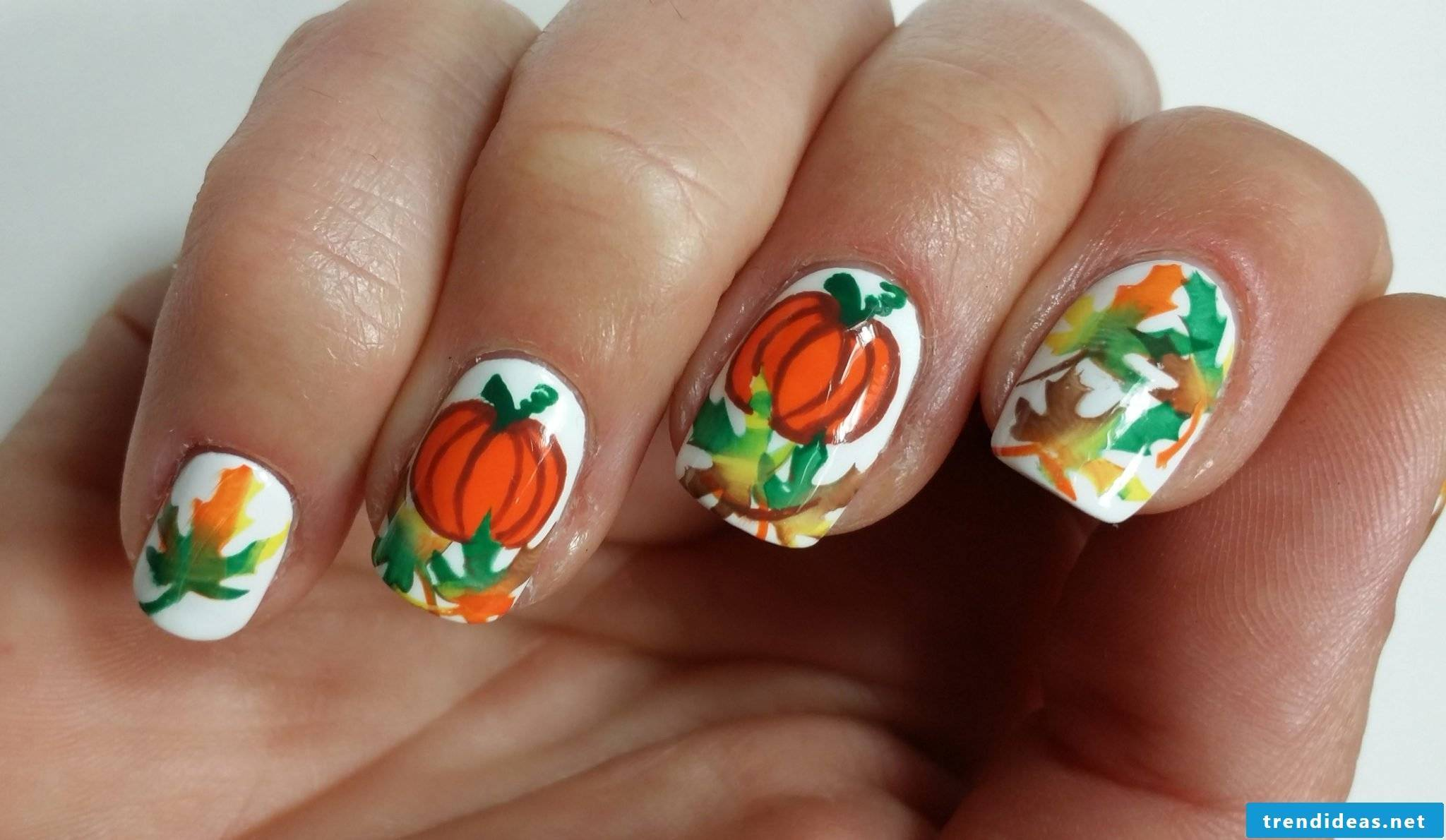 Paint Halloween nails