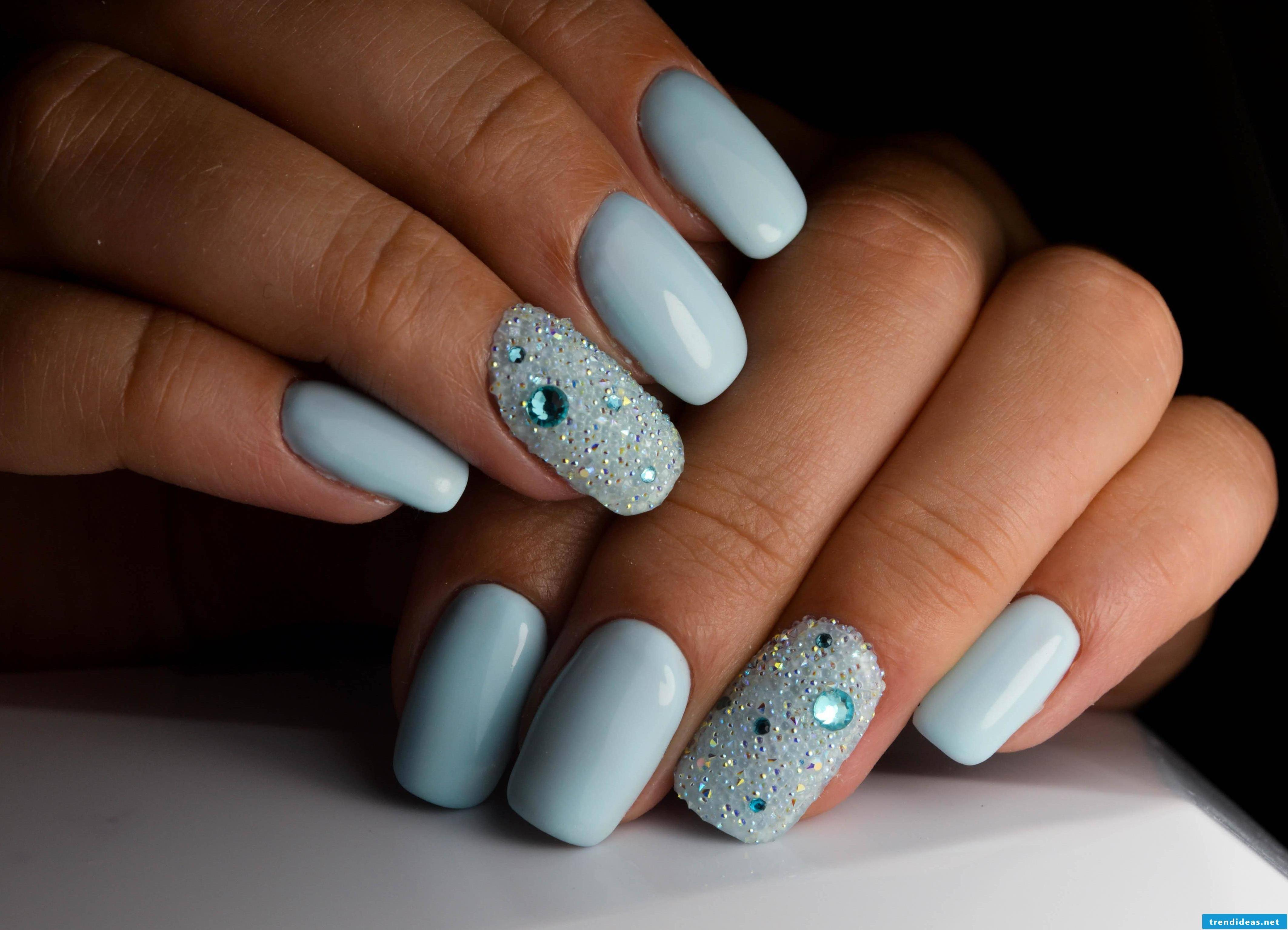 Baby blue nails - a great nail finding