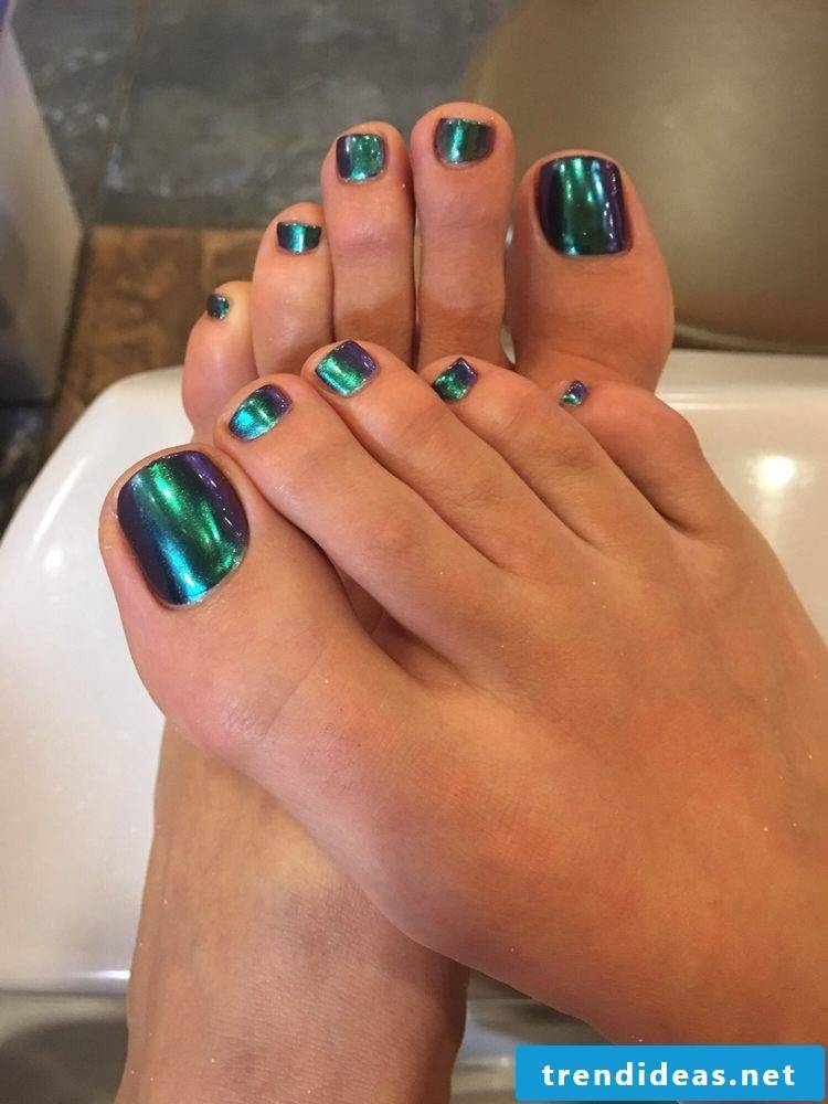 Chrome nails are top trend for summer 2017