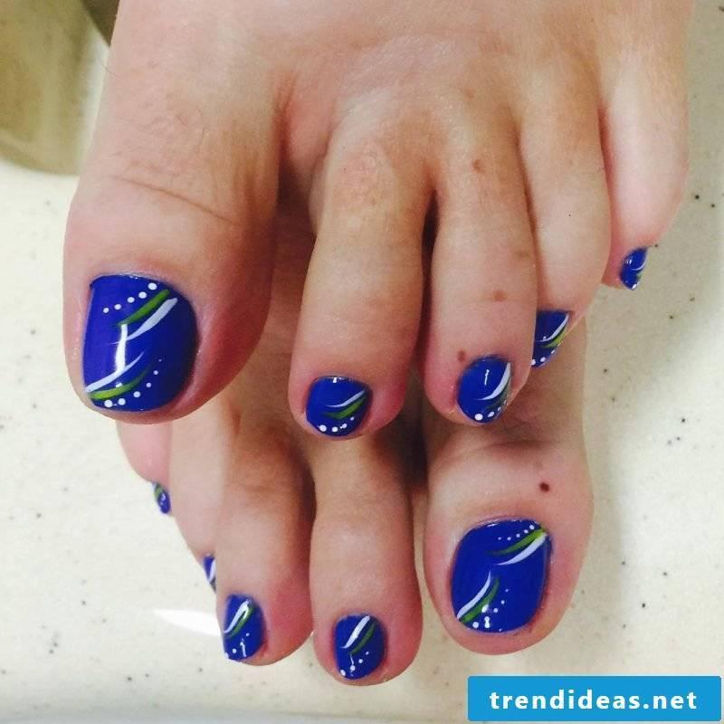 Paint toenails instructions