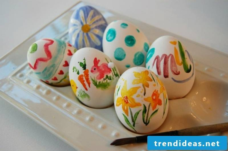 Painting easter eggs with kids DIY