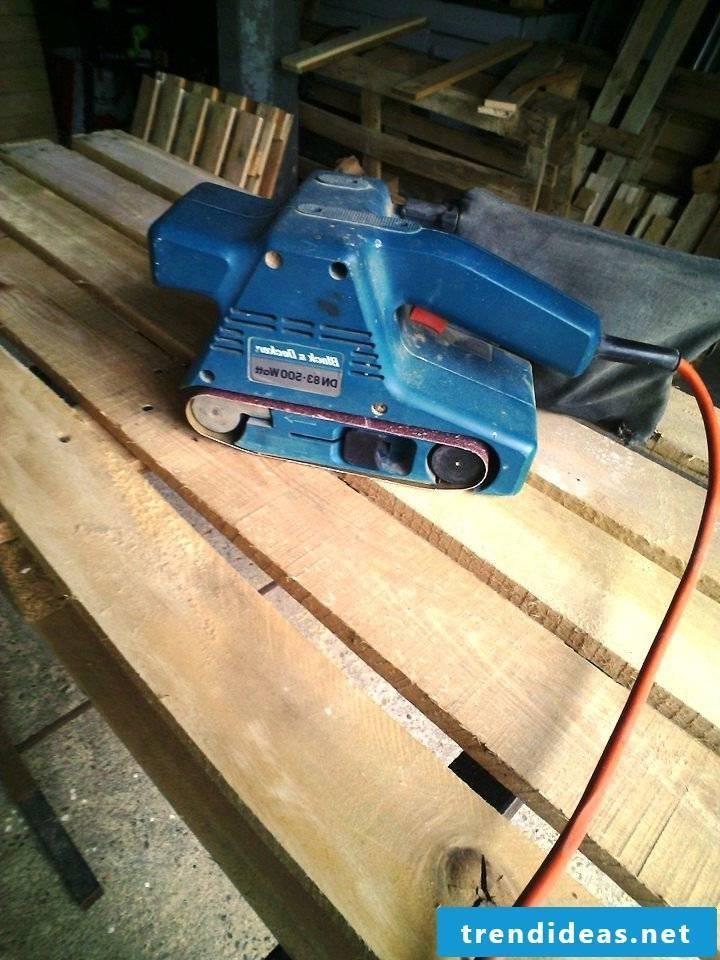 pallet furniture bank of pallets build yourself step 5