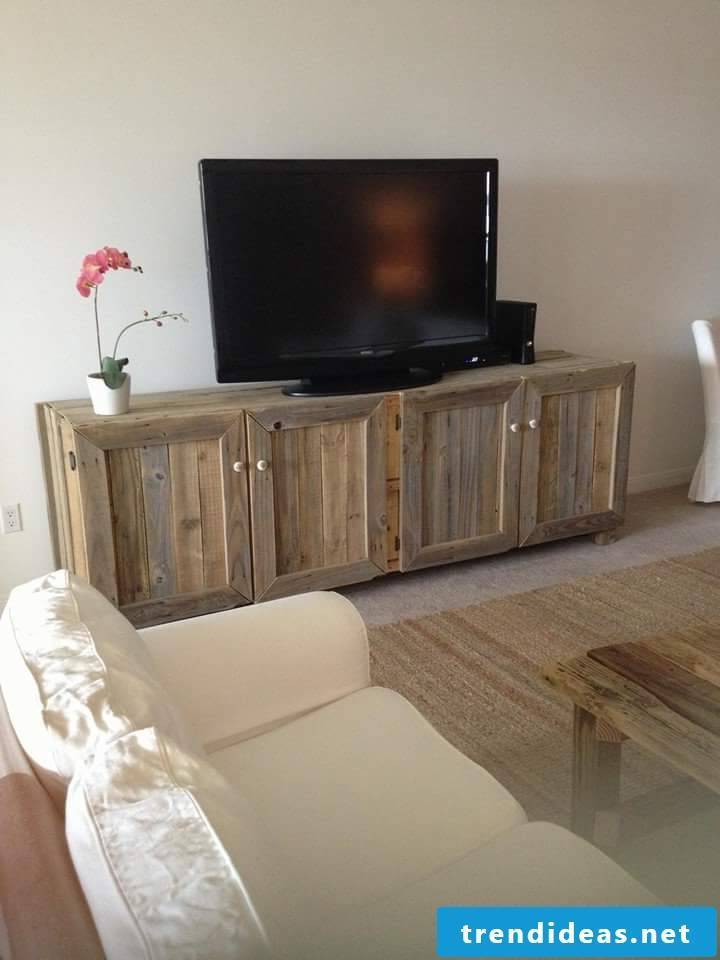 TV table made of pallets Pallet furniture build yourself