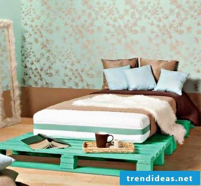 bed of pallets green pallet furniture