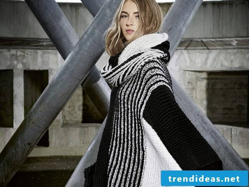 Poncho with sleeve black white