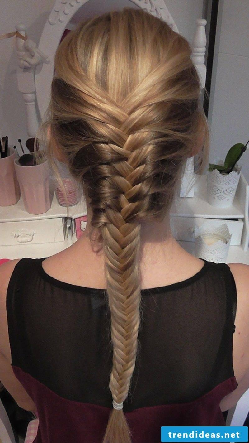 Hairstyles Ladies herringbone braid