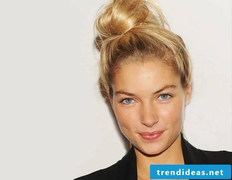 Hairstyles women classic bun