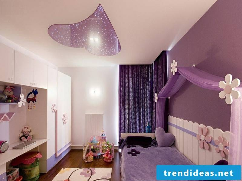 window curtains in purple for the children's sleeping room