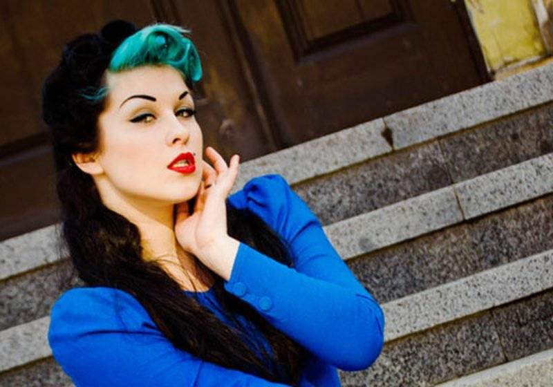 rockabilly-hairstyles-I love neon blue!