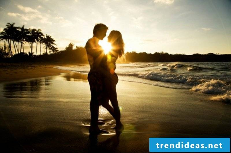 romantic-ideas-love-couple-beach-kiss-kissing-hot couple sun shine-love images download-romantic love images download-lonelyness-alone-www.143loveu.blogspot.in