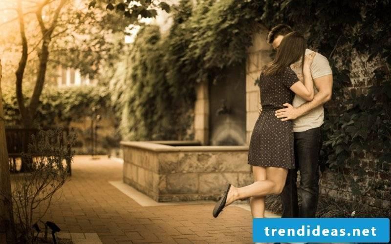 romantic-ideas-Romantic-Kiss-Pictures1