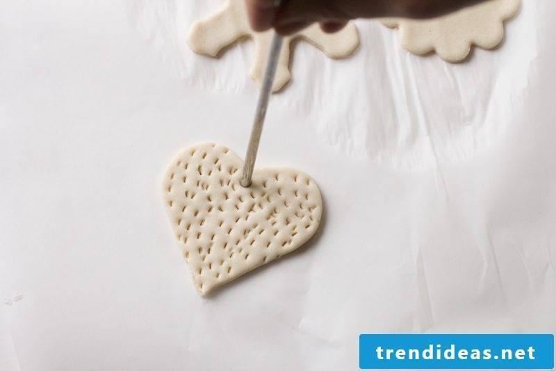 Salt dough Christmas - make a lock to create pendants