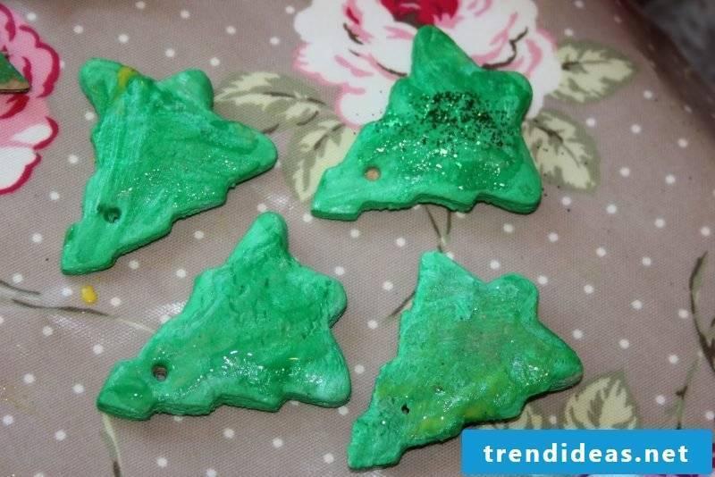 Making salt dough Christmas Christmas tree