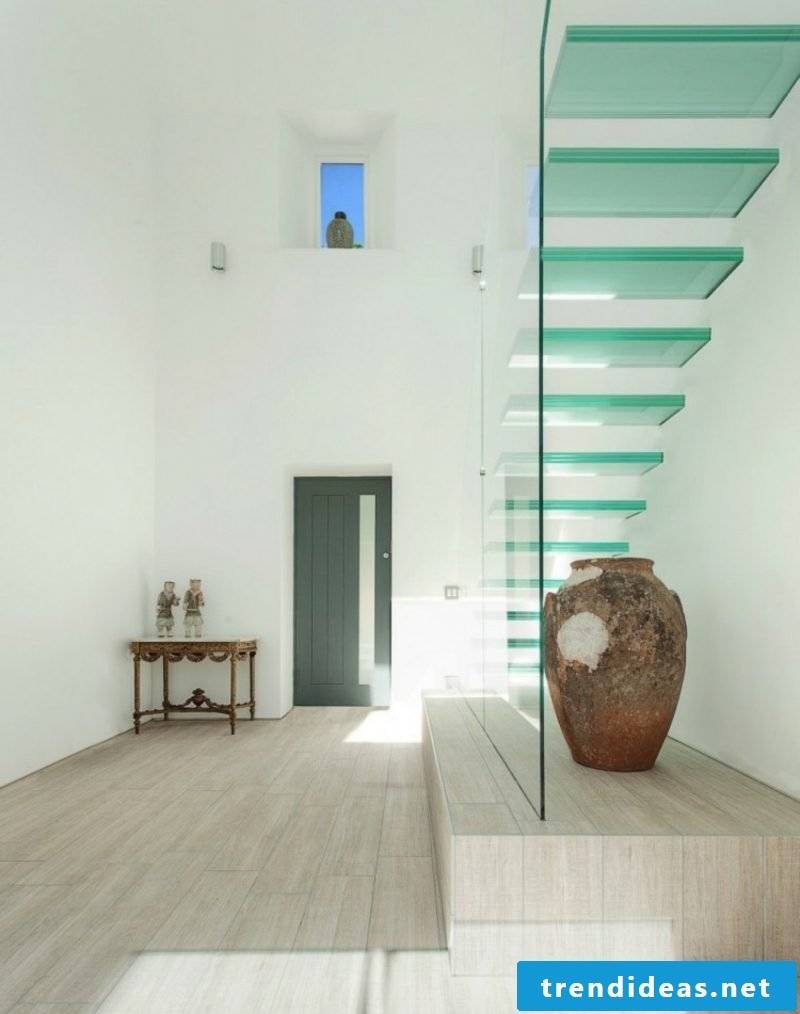 free-hanging staircase glass steps