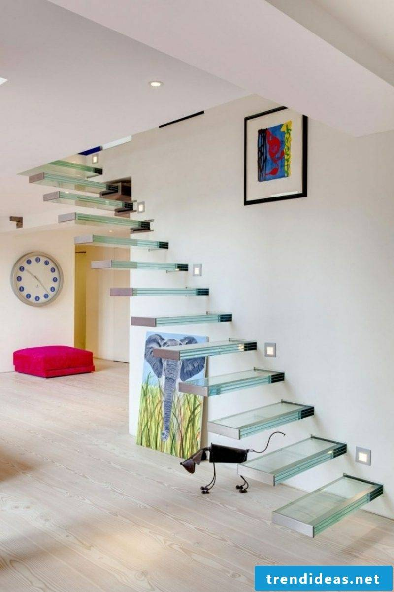 Cantilever stair glass