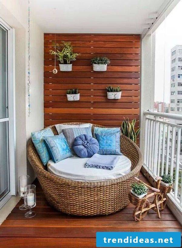 Balcony covering made of wood for foot warmth