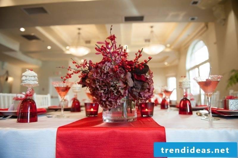 table runner-christmas-in-red