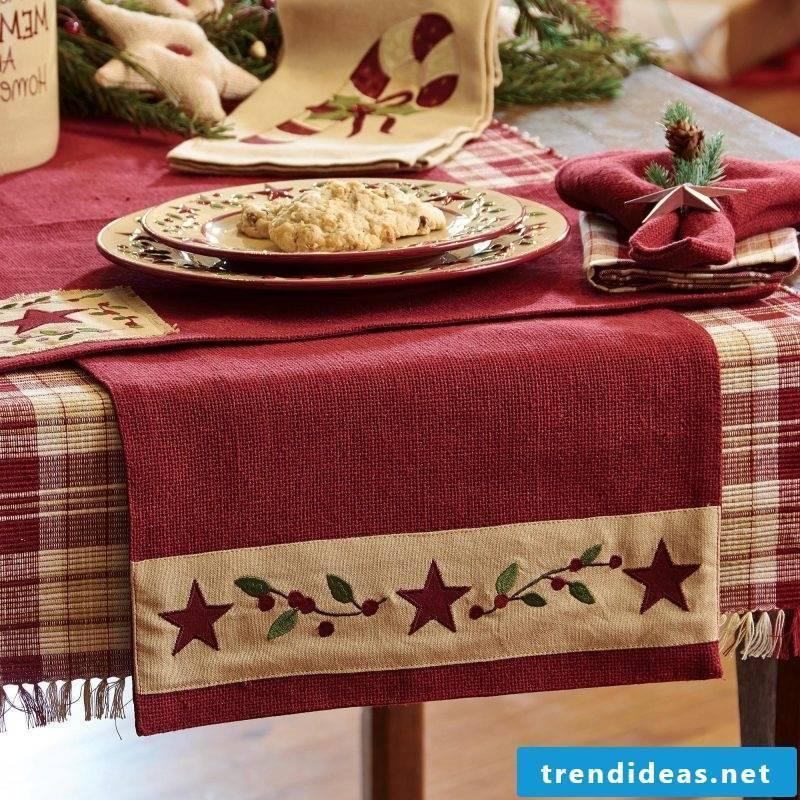 table runner-christmas-self-sewn