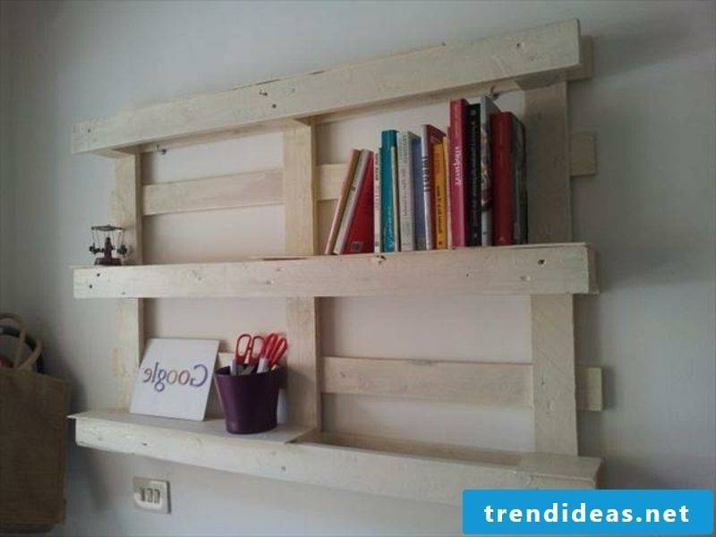 Building instructions for wall shelves made of pallets