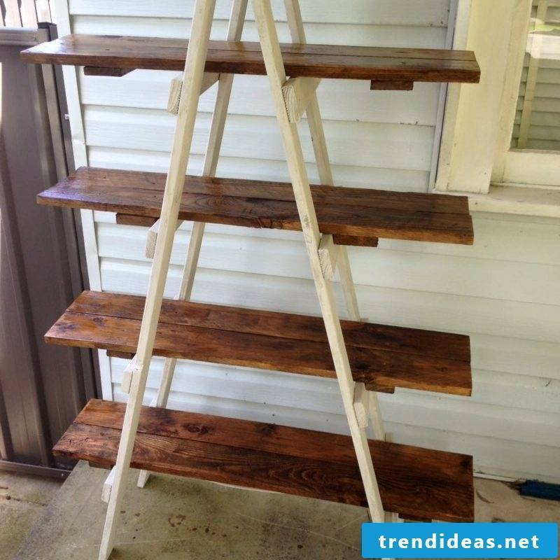 Shoe rack made of pallets