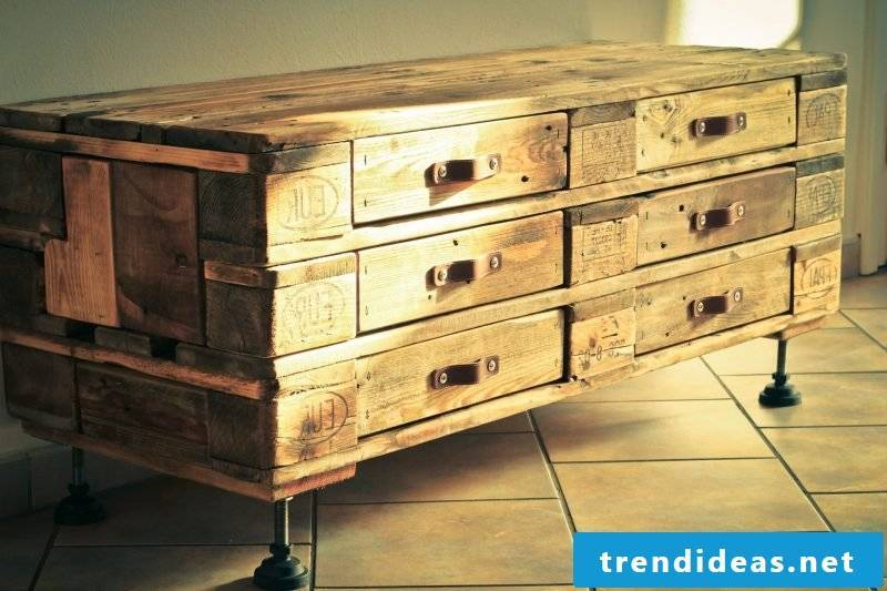 Sideboard build yourself: Instructions with pallets