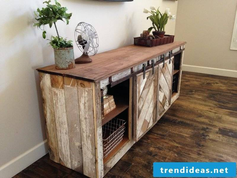 Sideboard build yourself: DIY project made of wood and pallets